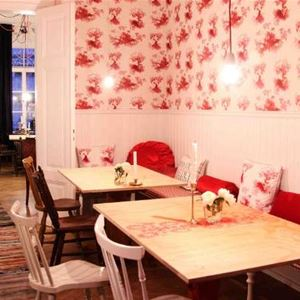 Cafe Mandeltårtan B&B /Villa Flora Viola