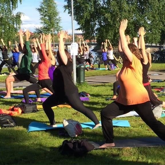 Free yoga lesson in Surfbukten
