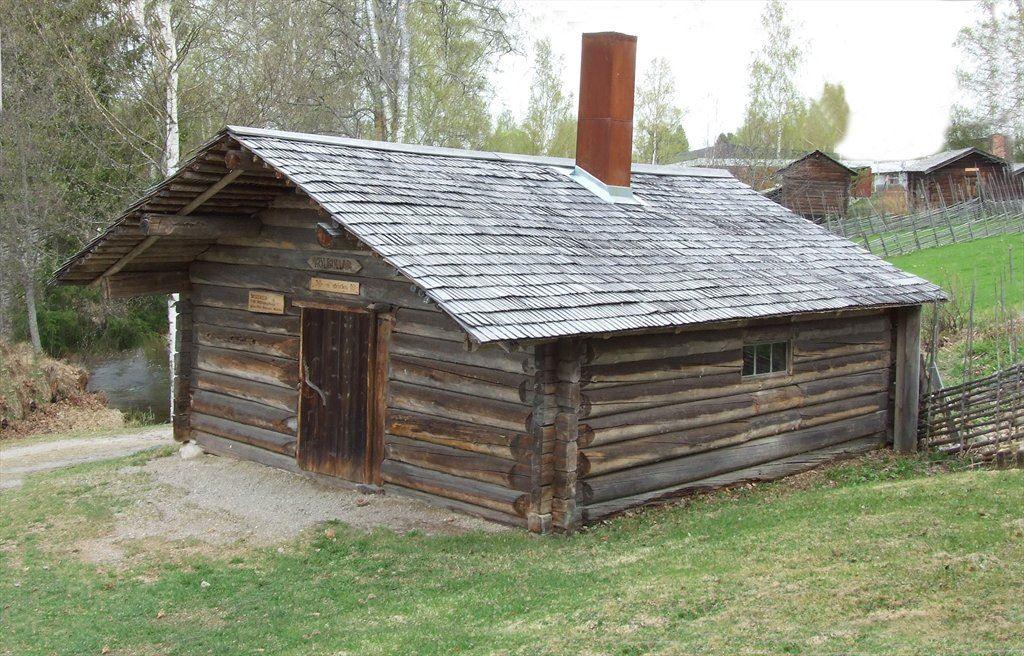 Skogskoja. Flyttad från Mållångsstugabodarna i slutet av 1970-talet.