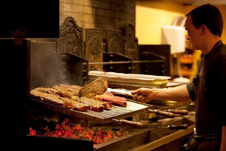 Original et inoubliable le repas TXOTX : l'expérience basque par excellence.