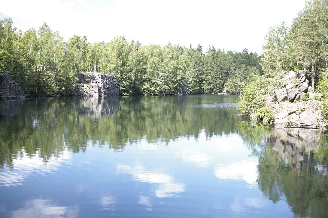 Vattenfyllt stenbrott i Gylsboda