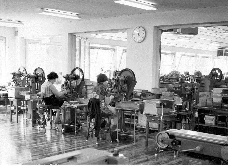 © Upphovsman: Ola Hugosson Upphovsrätt: Creative Commons, Masstillverkning av beslag för möbelindustrin