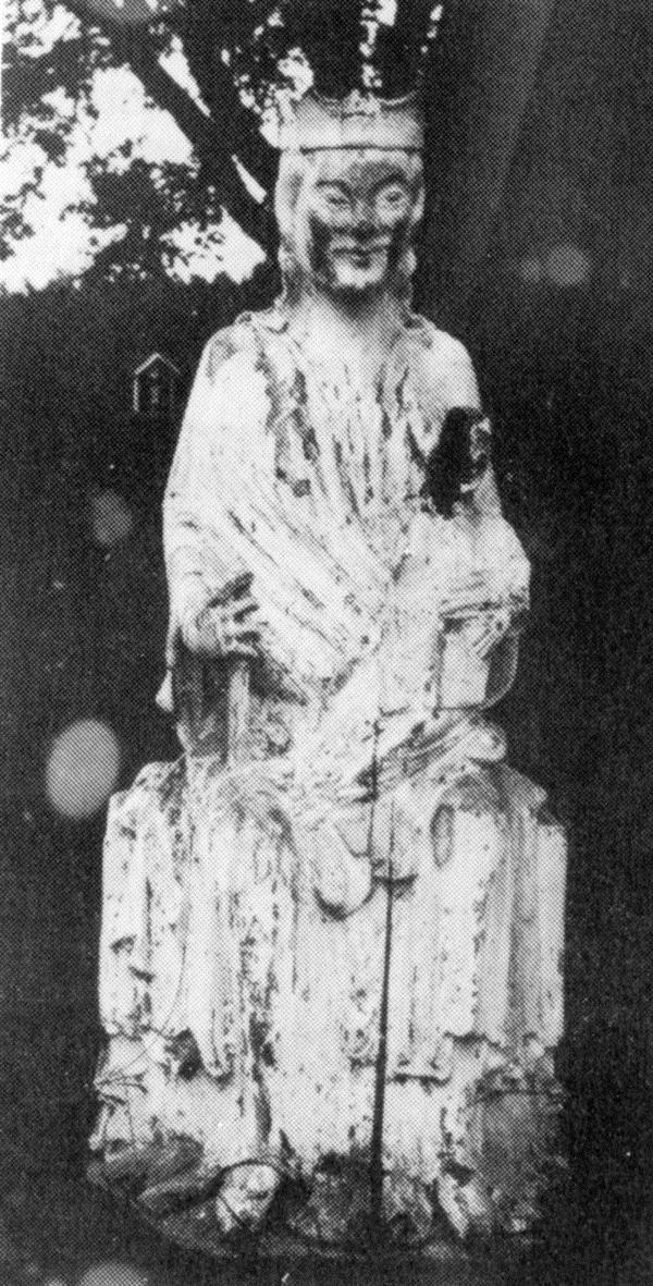 © Upphovsman: Upplagd av Camilla Appelqvist Upphovsrätt: Alla rättigheter reserverade, Madonnabilden i ek från 1200-talet. Bilderna togs före restaureringen omkring 1940 då skulpturen förvarades i en skrubb under läktartrappan.