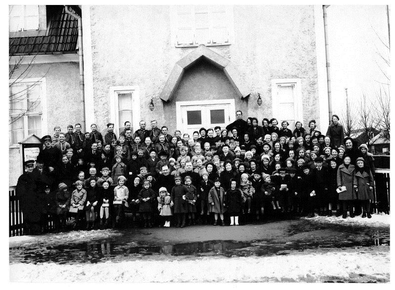 Foto Bror Malmquist ,  © Foto Bror Malmquist Upphovsman: Linnéa Hugosson, Barn och ungdomar med ledare 1936.