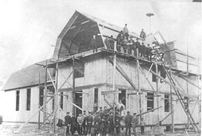 © Upphovsman: Linnéa Hugosson, Nya armélokalen byggs 1922 med många frivilliga medhjälpare.