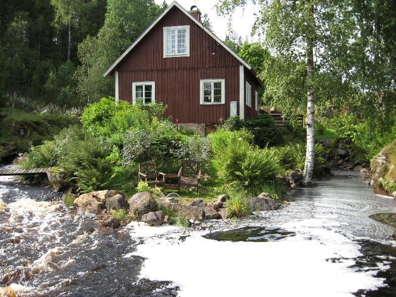 © Upphovsman: Göran Johansson Upphovsrätt: Creative Commons - Erkännande, Bostad Bostaden ligger alldeles nedanför kvarnhuset och är omflutet av strömmar