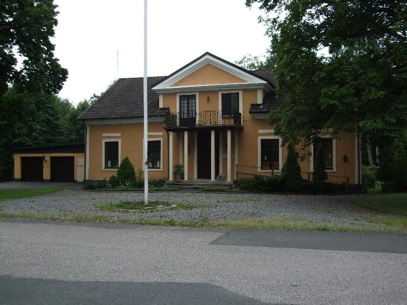 © Upphovsman: Ola Hugosson Upphovsrätt: Creative Commons, Huvudbyggnad Elghammar Huset byggdes 1860 efter den urspungliga bostaden som brunnit ner.Foto från 2011