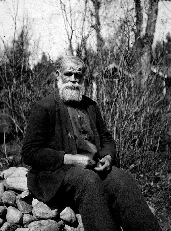 © Upphovsman: Ola Hugosson Upphovsrätt: Creative Commons, En pensionerad kraftkarl 76 årige smeden August Svensson fotograferad 1932 för en tidningsartikel