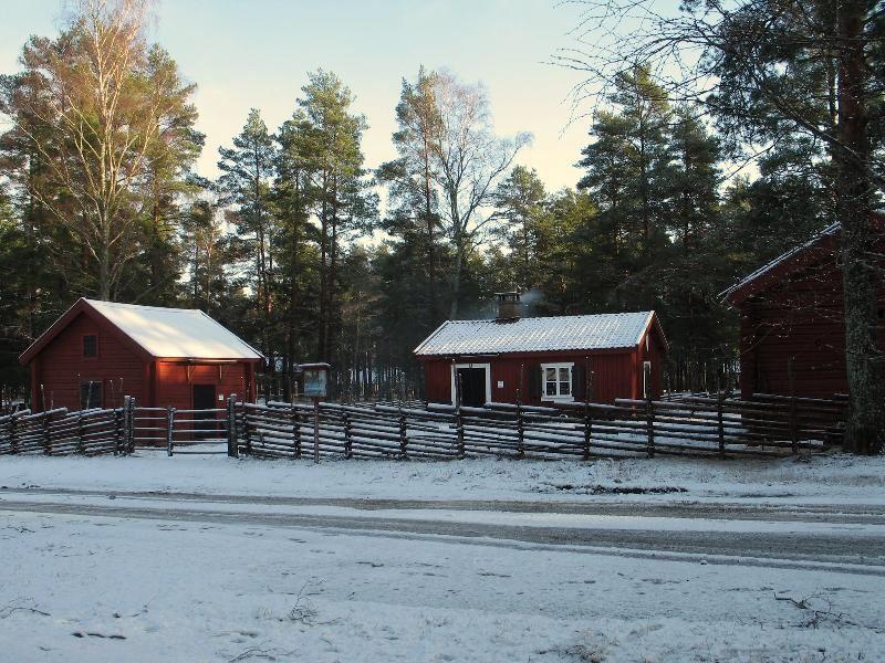 © Upphovsman: Sven Engkvist Upphovsrätt: Creative Commons , Soldattorpet med sina tre hus innanför smålandsgärdsgården står nu klart att visa knektens hemmiljö.