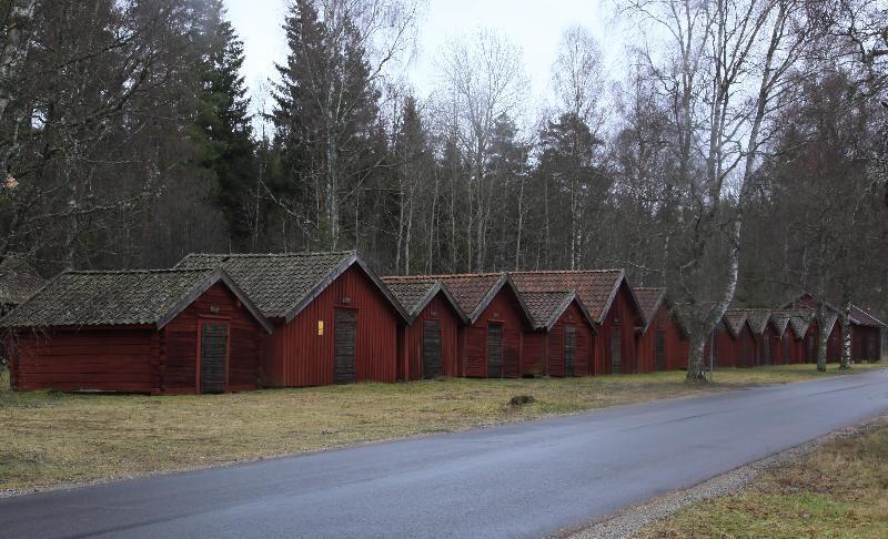 © Upphovsman: Foto Ingemar Pettersson Upphovsrätt: Creative Commons, Kyrkstallsraden En av de största samlingar av kyrkstallar i södra Sverige. Alla står på ursprunglig plats.