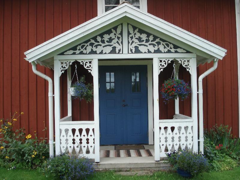 © Upphovsman: Ola Hugosson Upphovsrätt: Creative Commons , Veranda på Västergården 1 Troligen inte ursprunglig