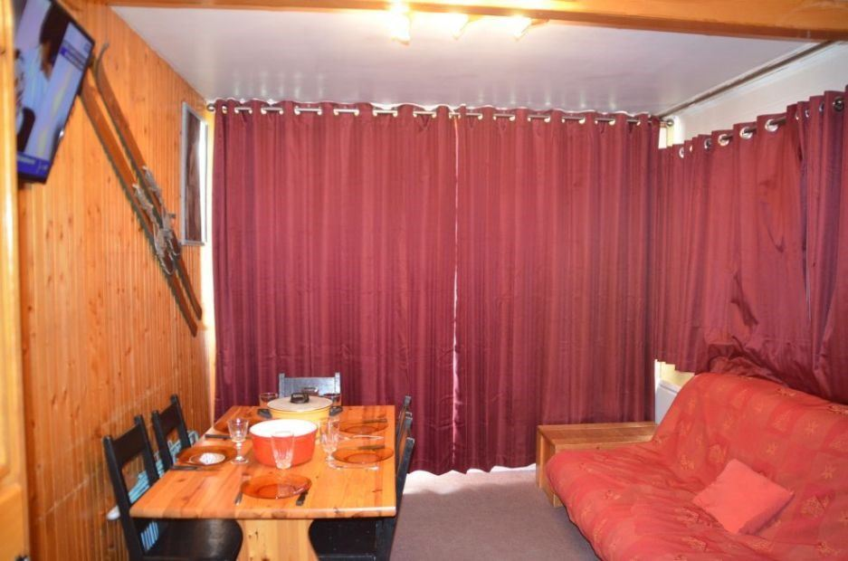 2 Rooms cabin 5 Pers ski-in ski-out CHARMETTE 514