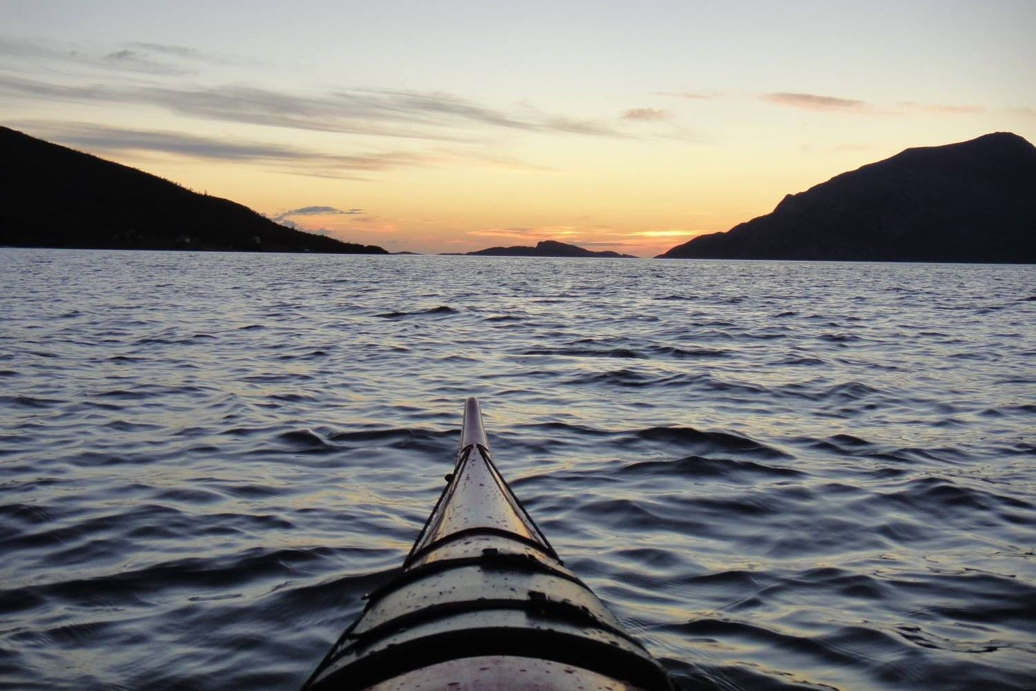 Midnight sun kayaking – Active Tromsø