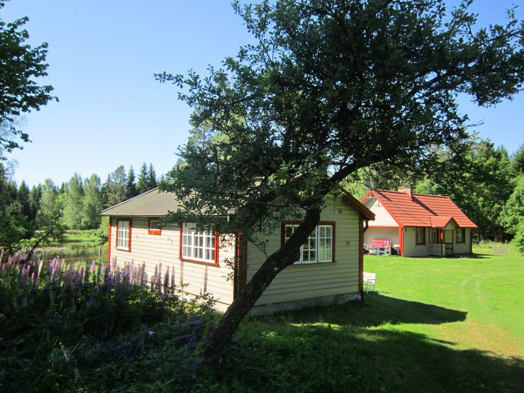 Två stugor i naturskönt läge i Norra Skåne
