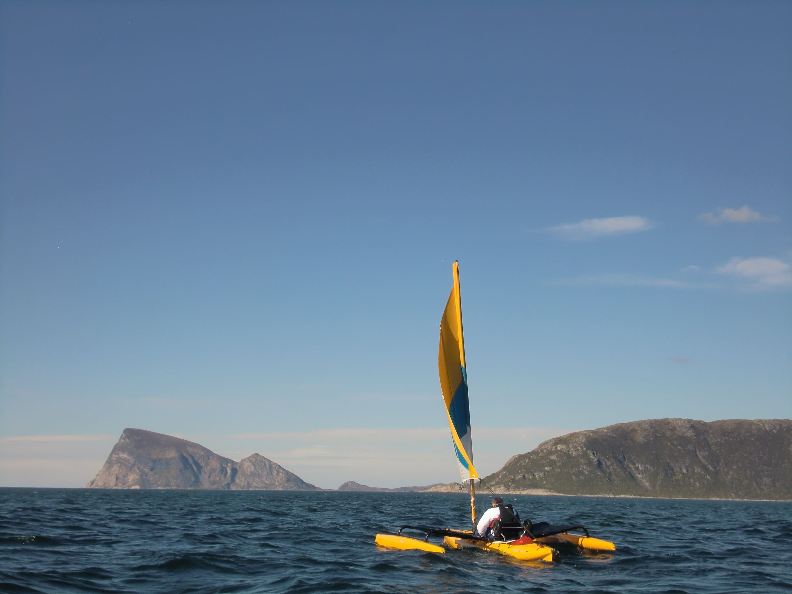 Jonathan Montreuil,  © 69 Nord Outdoor Center, Week-end and short stay trip by sailing kayak off the beaten path – 69 Nord Sommarøy Outdoor Center