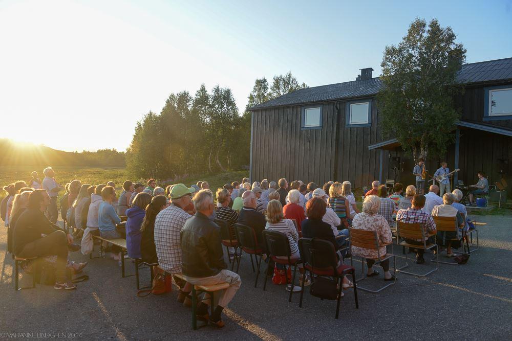 Marianne Lindgren,  © Marianne Lindgren, Sång i skymningen