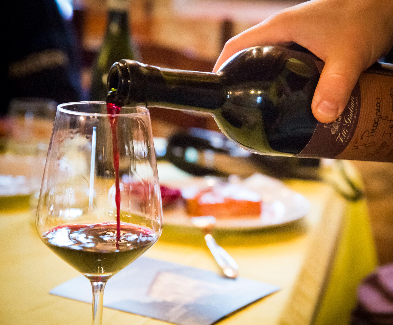 c) Vinprovning