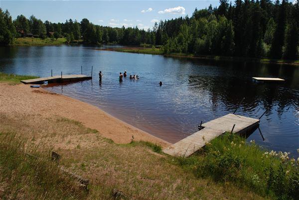 Gunnar Lindholm, Badplatsen vid Lindesnäs Camping