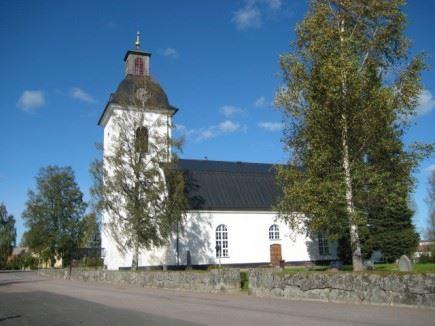 Stigarna leder till Nås kyrka