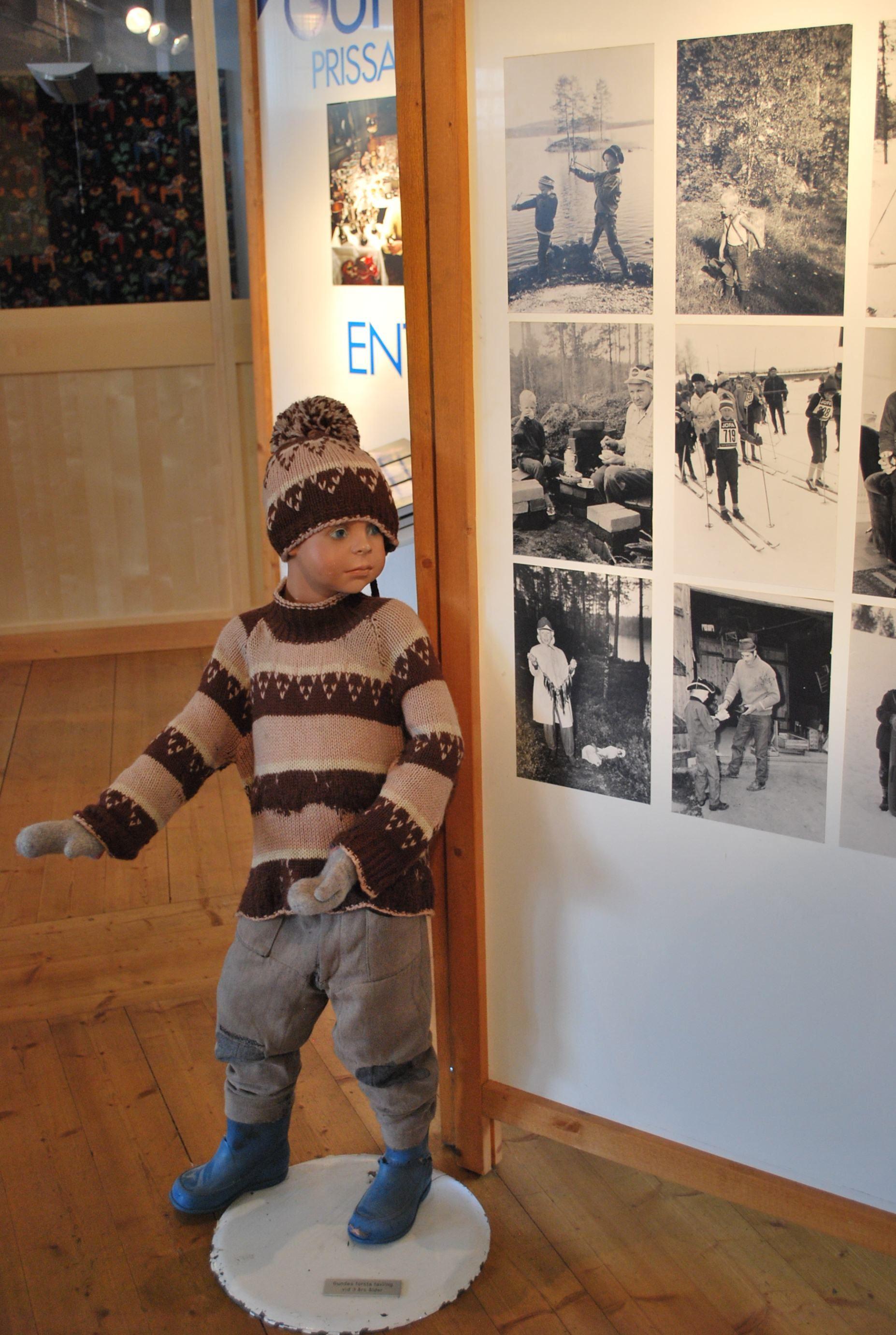 Gunde Svan genomför sin första tävling 3 år gammal.