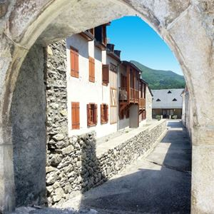 © OT ST LARY, HPRT98 - Résidence construite dans la tradition pyrénéenne