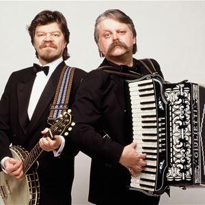M.A. Numminen och Pedro Hietanen. Konsert i Roslagsskolans aula, Norrtälje