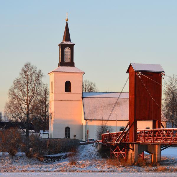 Svarte Sören, Julen sjungs in i Floda kyrka
