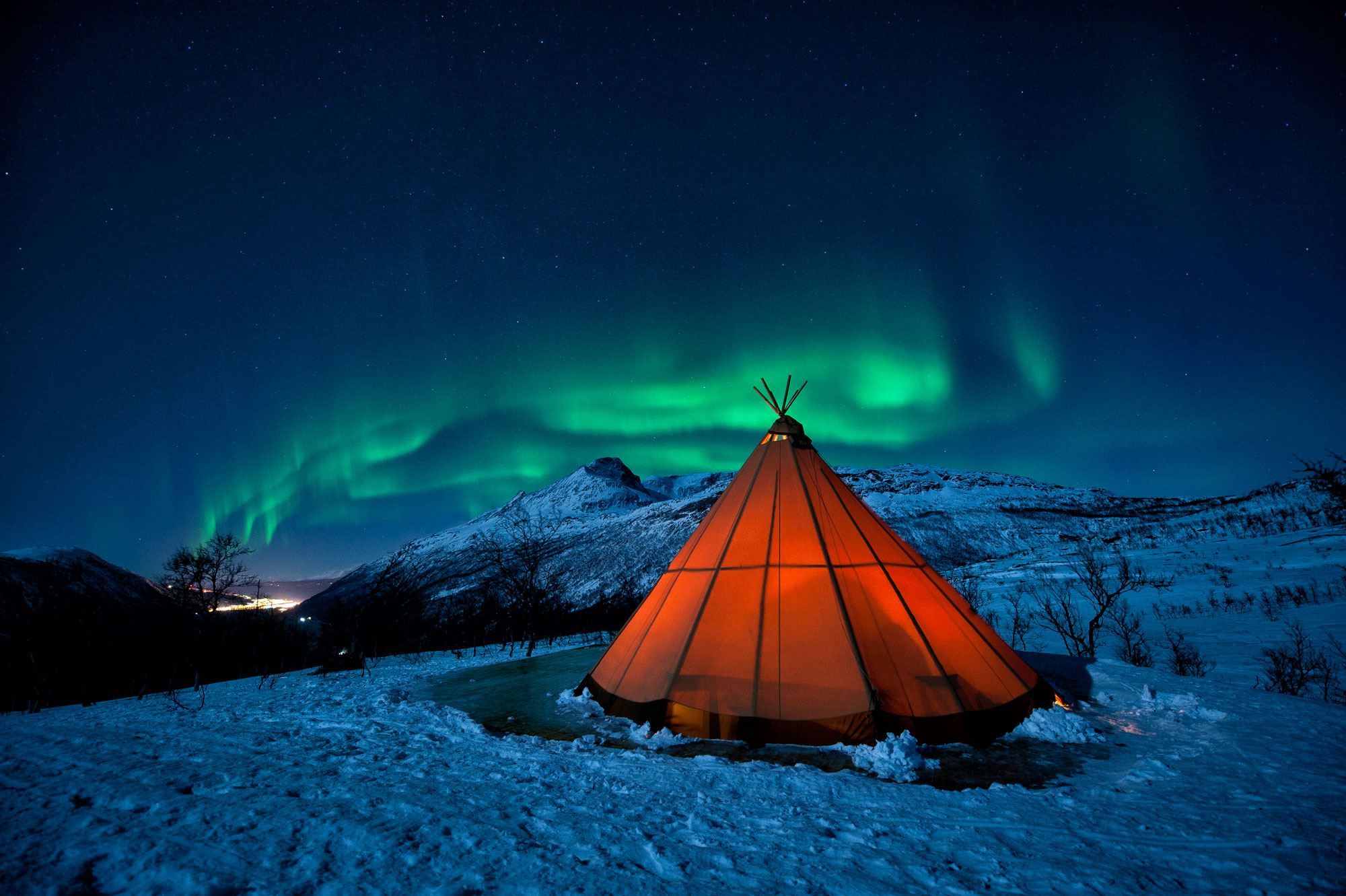 Magical Northern Lights hunting with Njalasouka Adventures