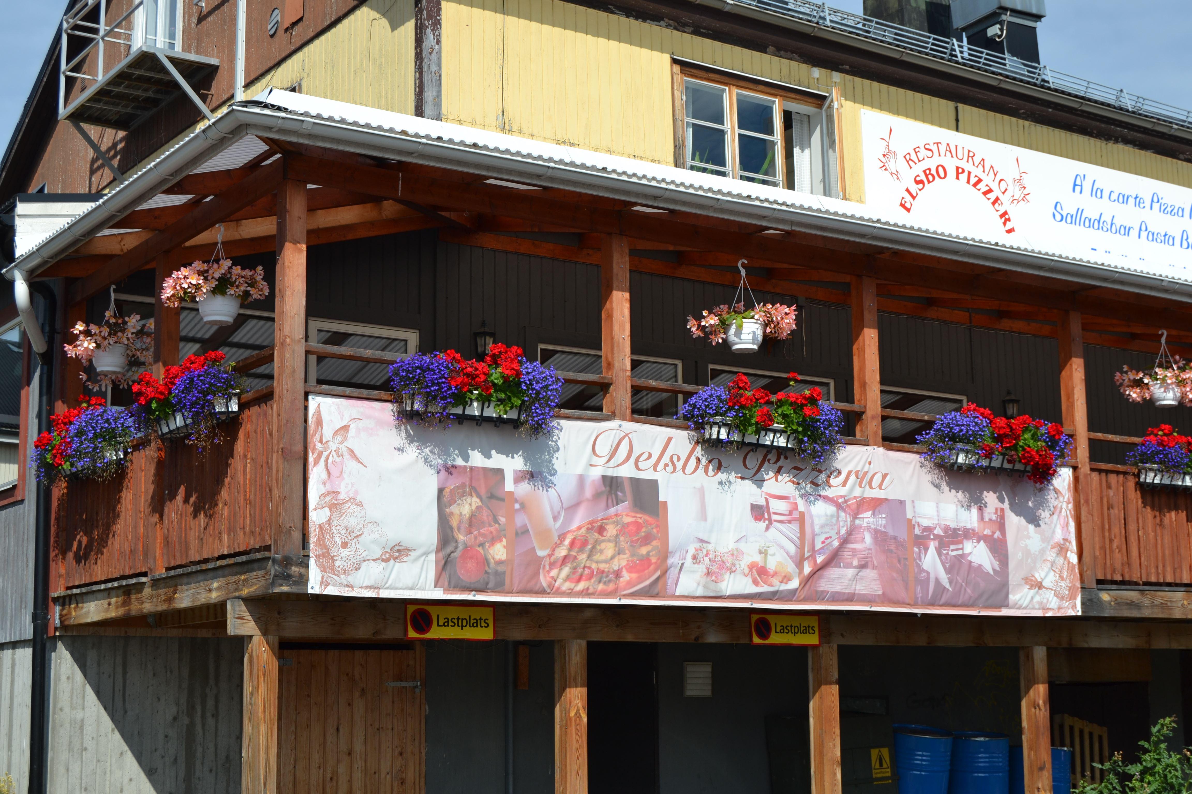 © Visit Glada Hudik, Delsbo Pizzeria - Restaurang Svea