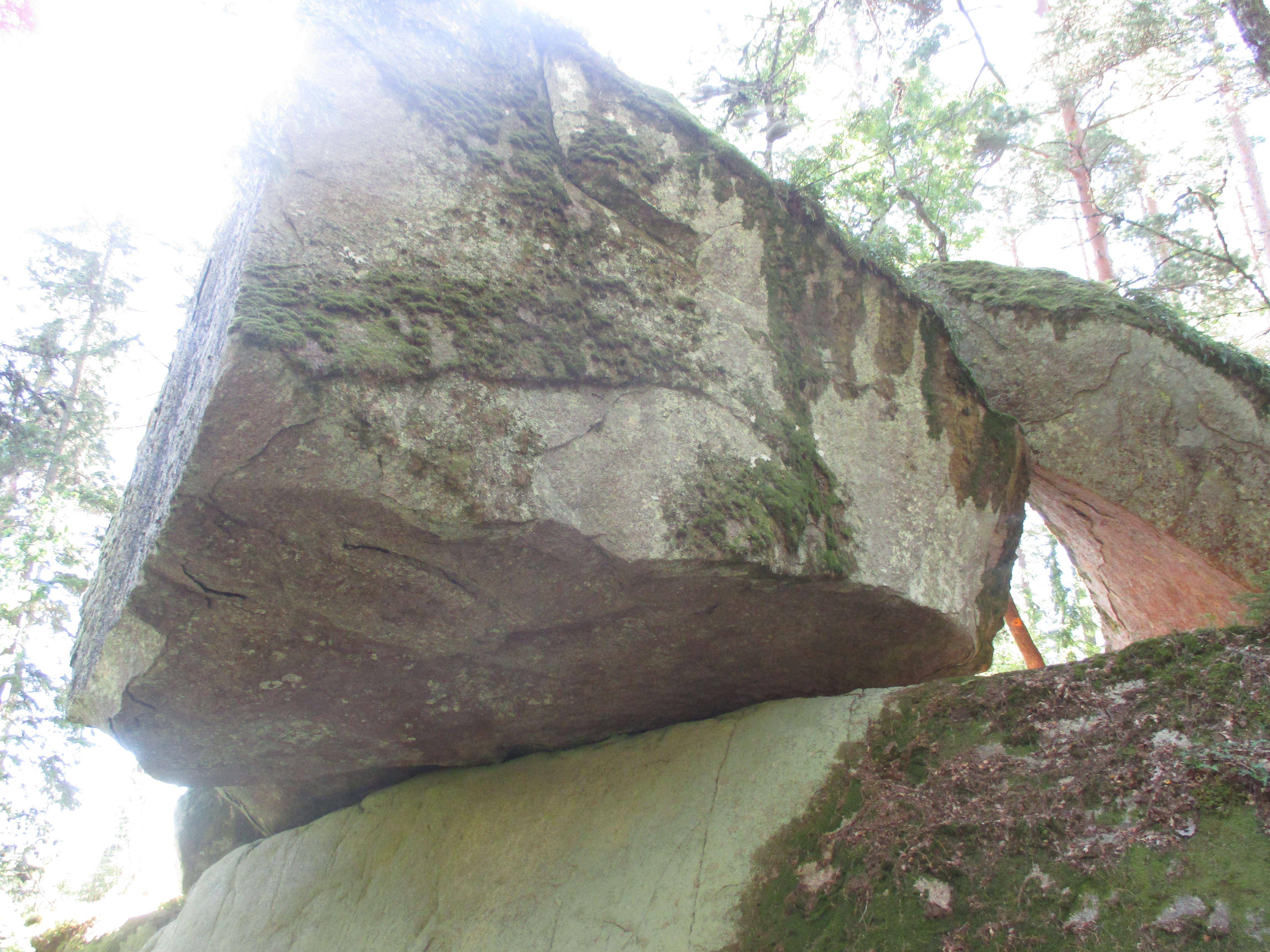 Hängesten - The hanging stone