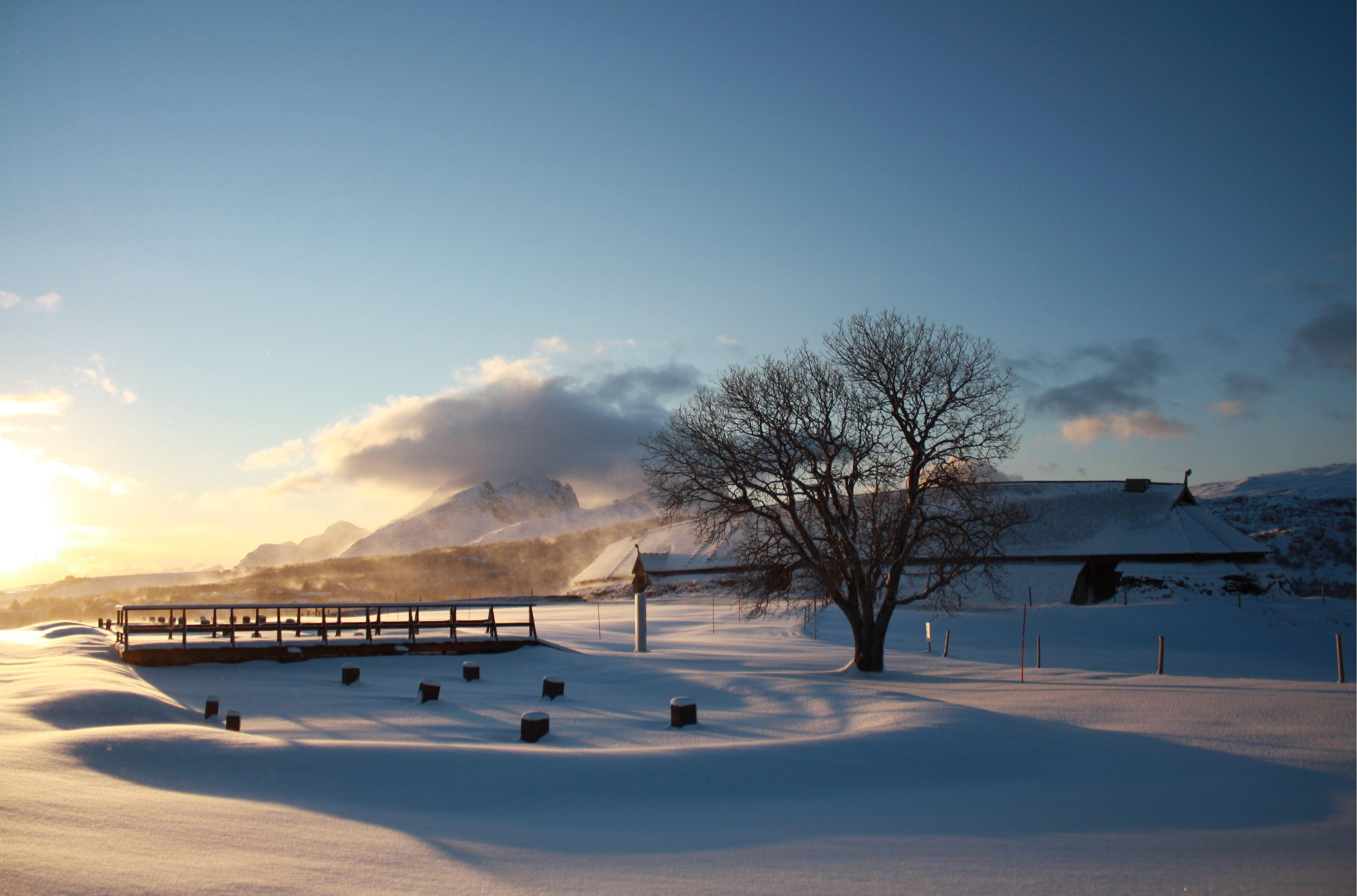 © Lofotr Vikimngmuseum, Høvdinghuset i vinterlys