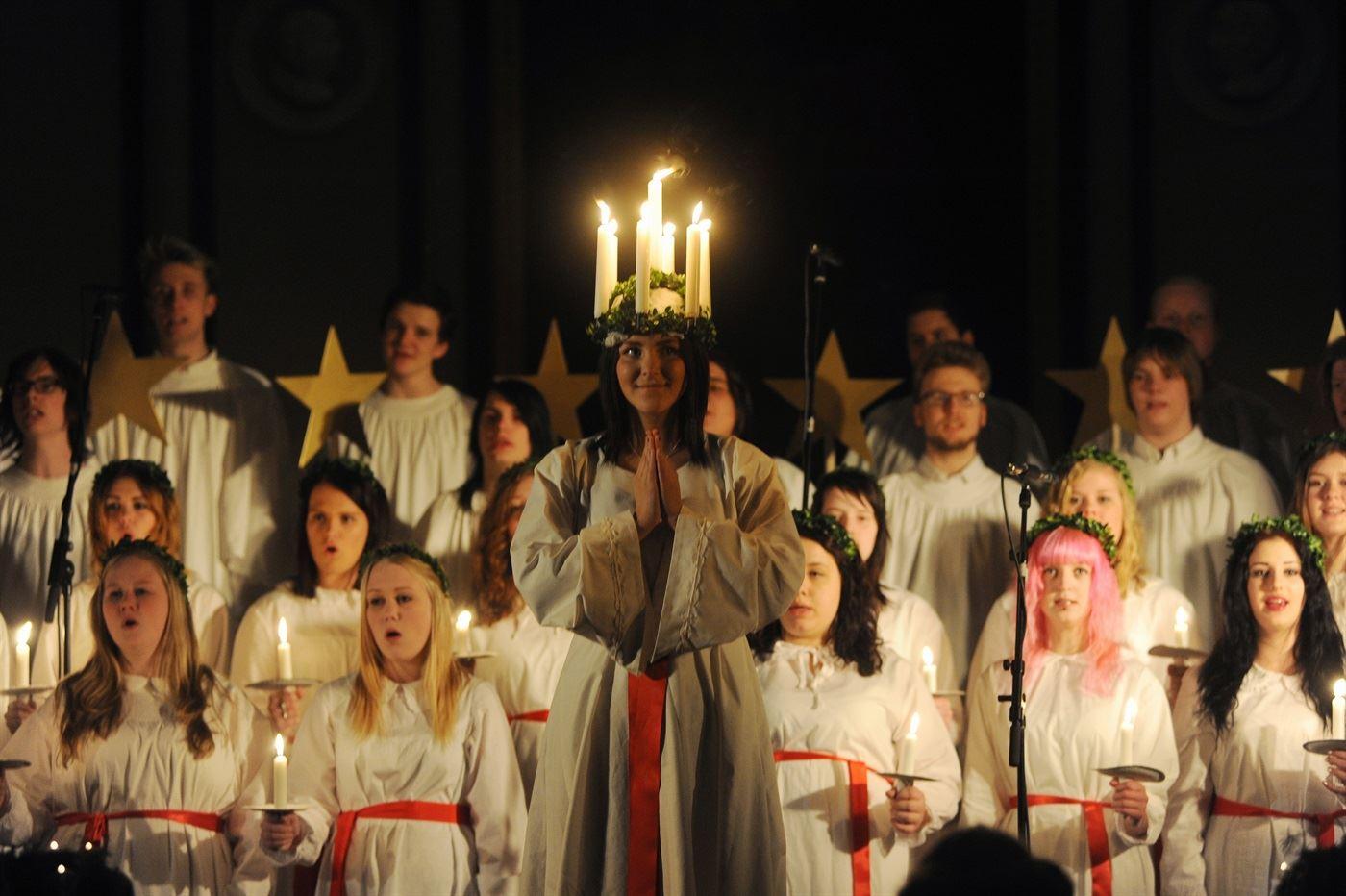 Lucia kröns vid julmarknaden i Svedala