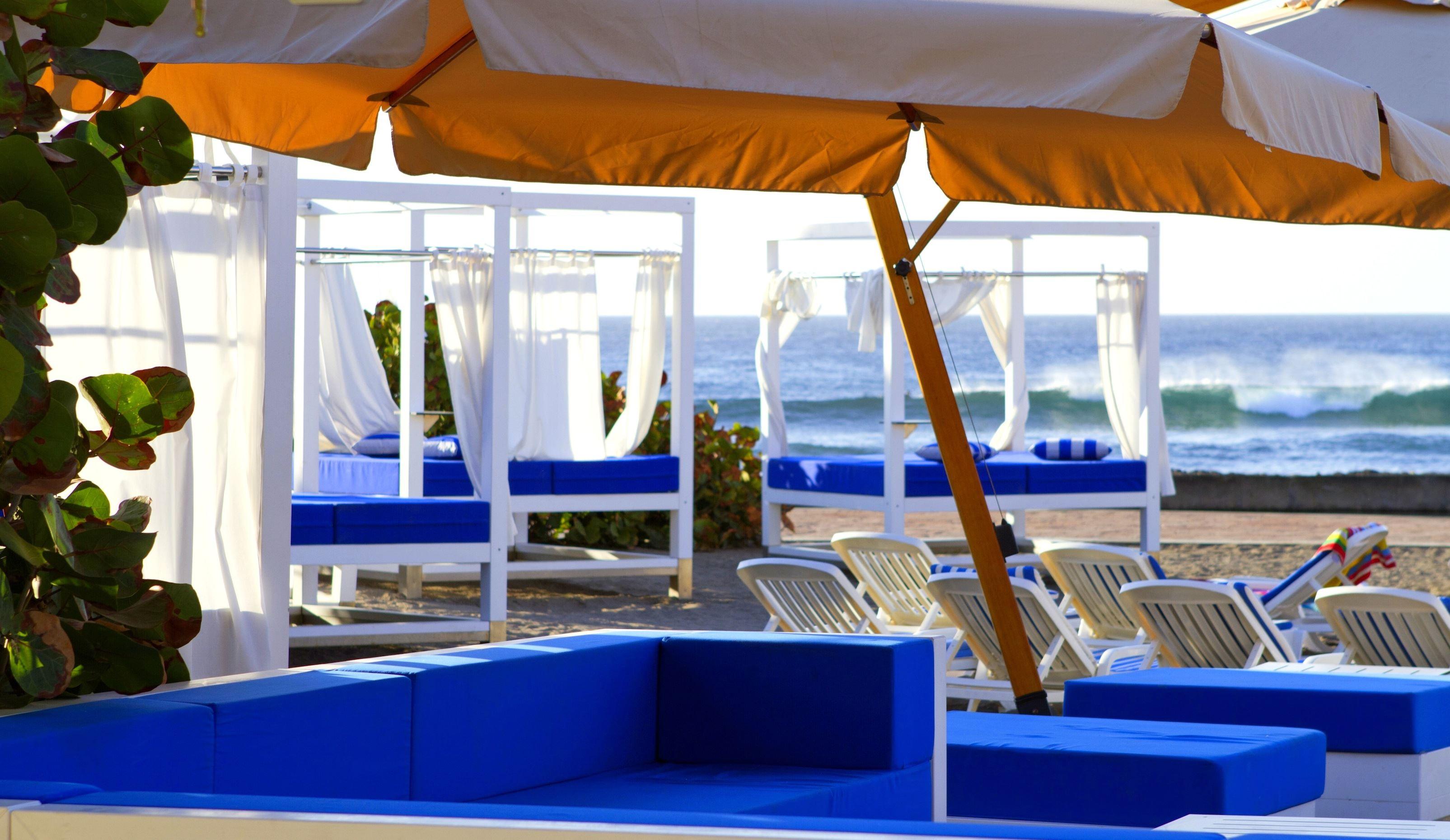 Balinesiska solsängar på Hotell Villa Cortes, Playa de Las Américas Teneriffa