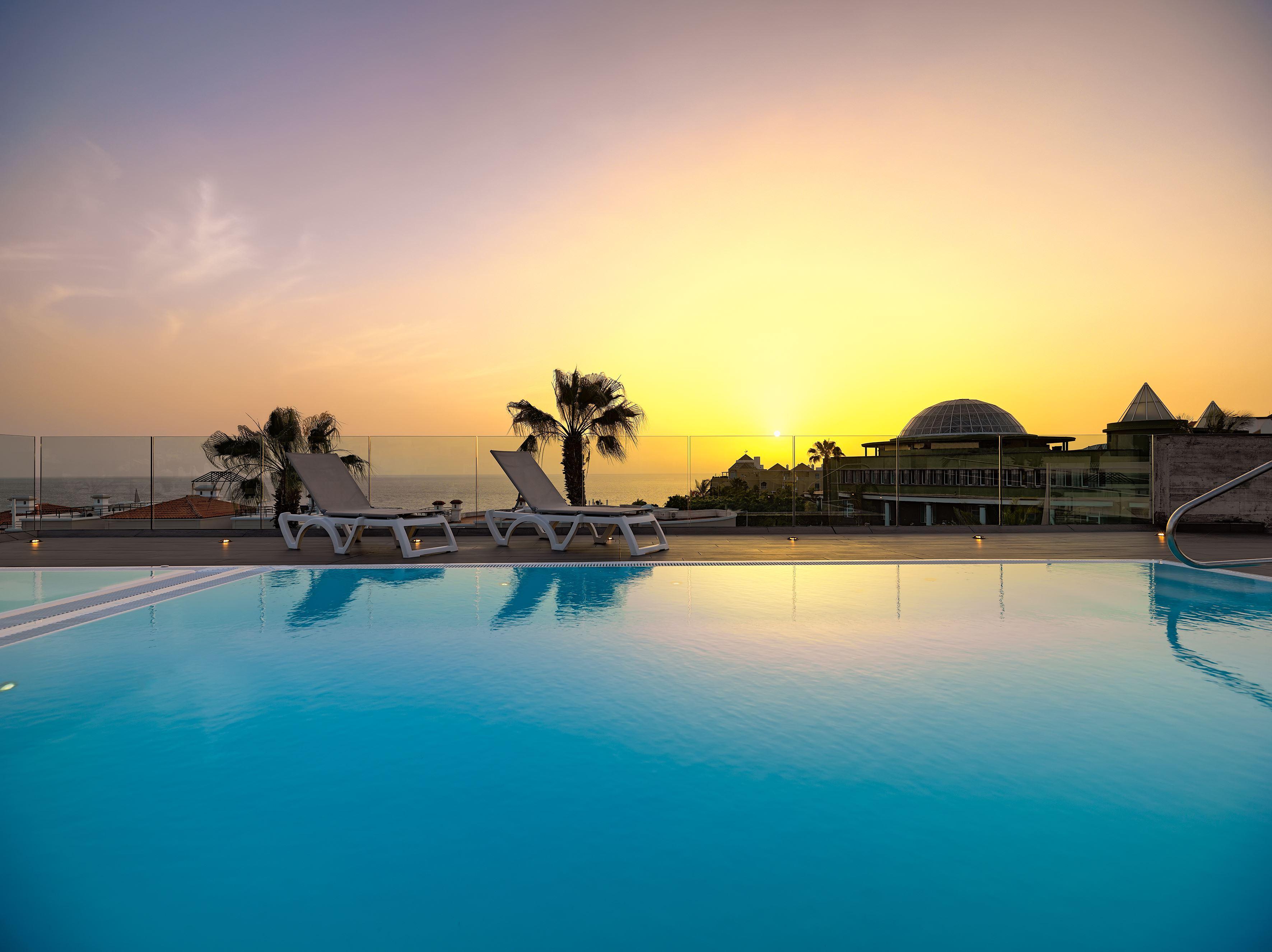 Takterass med pool Hotell Colon Guanahany, Playa de las Americas Teneriffa