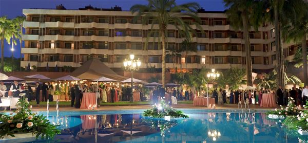 Cocktail vid poolen på Hotell Botanico & The Oriental Spa Garden, Puerto de la Cruz Teneriffa