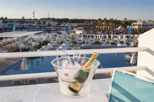 Utsikt från balkong på Hotell Casas Del Lago & Beach Club, Cala'n Bosch Menorca