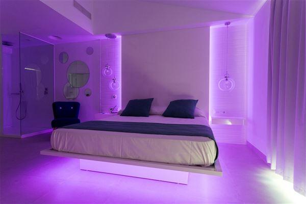 Casas del Lago Hotel & Beach Club:Chill-out-hotell vid Cala'n Bosch hamn