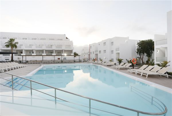 Pool på Hotell Lanzarote Aequora Suites, Puerto del Carmen