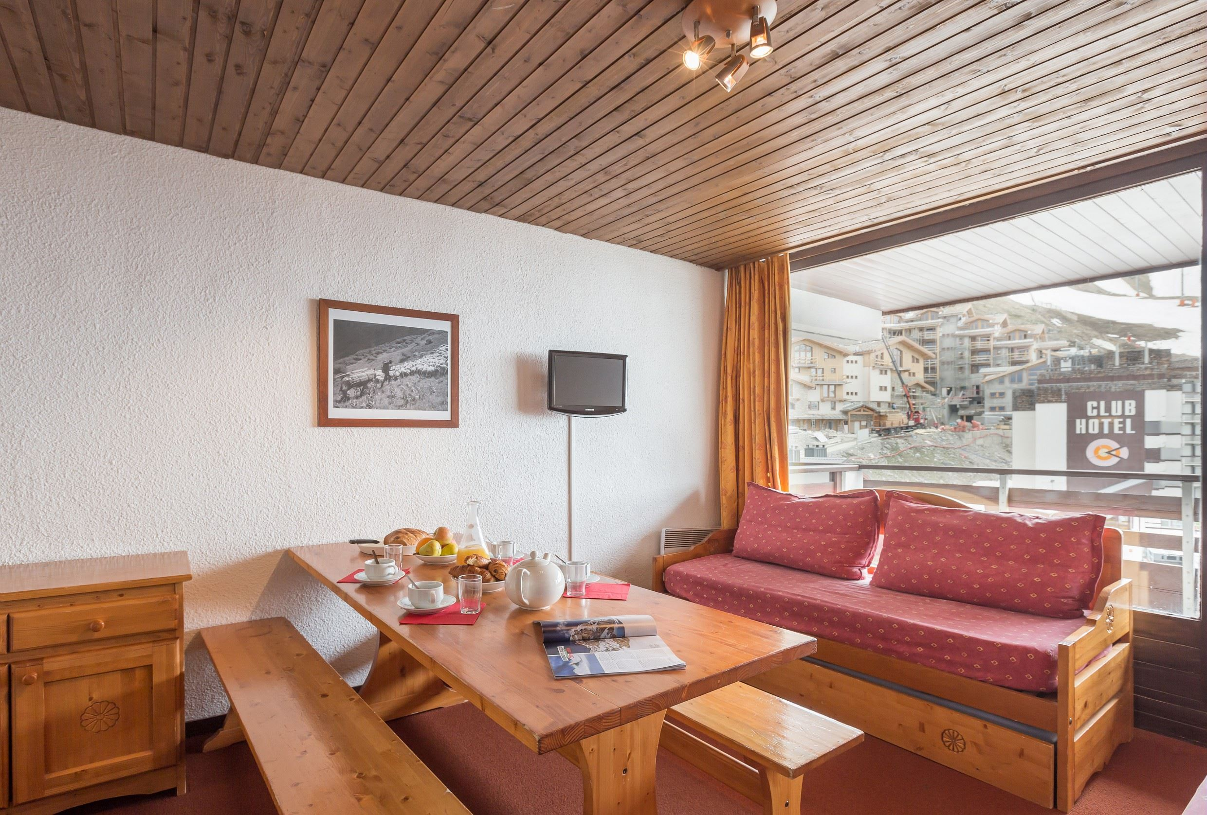 Residence Schuss - Apartment 2 rooms 8 persons with balcony south facing and wiew on the slopes + 1 parking place in the residence