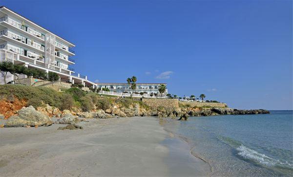 Stranden vid Hotell Sol Beach House, Santo Tomas Menorca