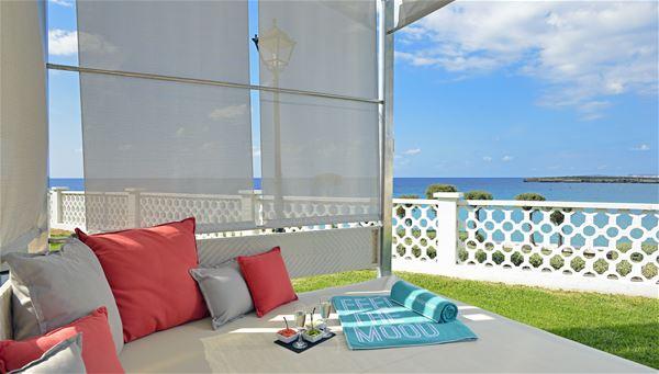 Balisolsäng på Hotell Sol Beach House, Santo Tomas Menorca
