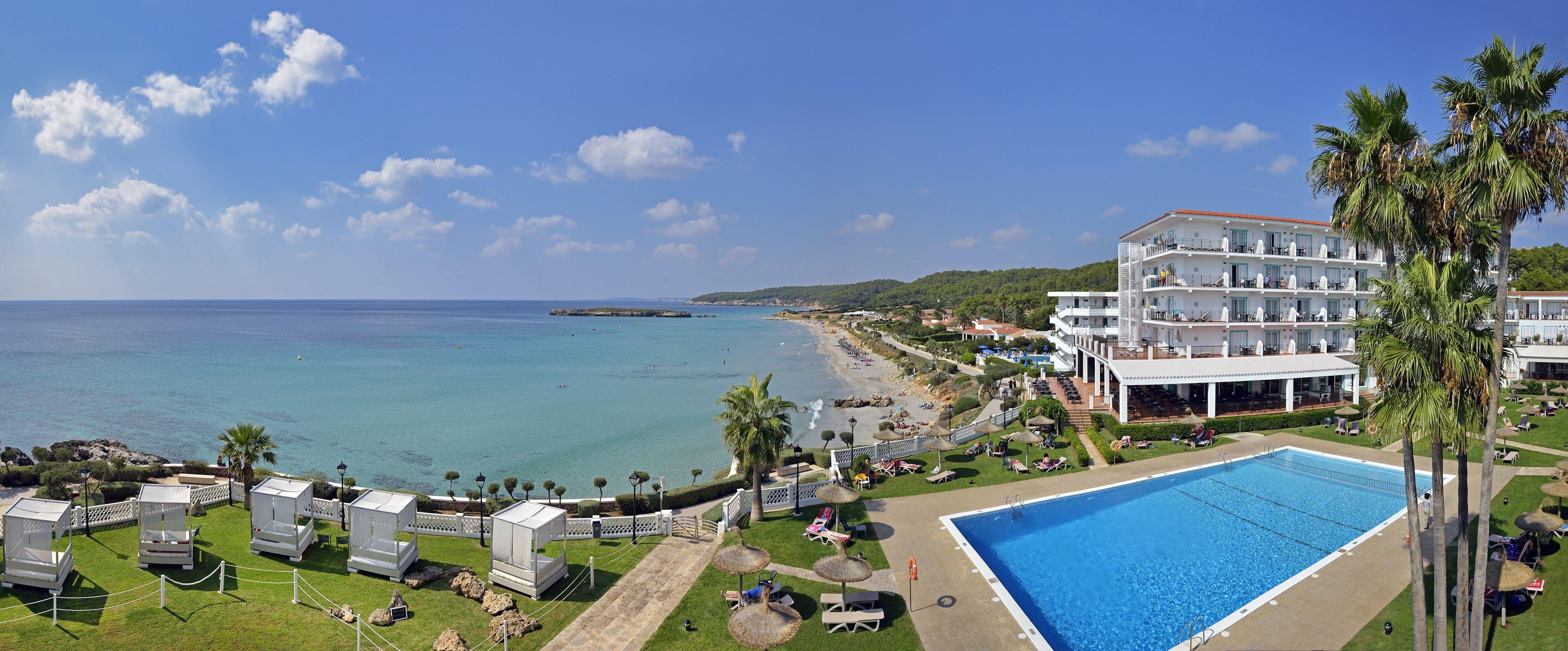 Panoramabild Hotell Sol Beach House, Santo Tomas Menorca