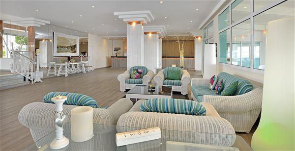 Receptionen på Hotell Sol Beach House, Santo Tomas Menorca