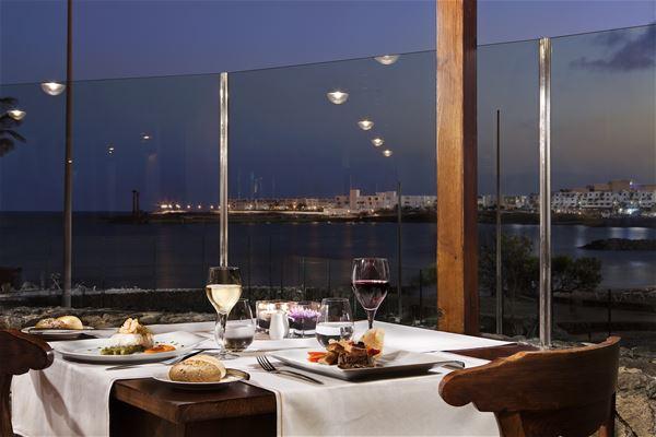 Havsutsikt från restaurang på Hotell Melia Salinas, Costa Teguise Lanzarote