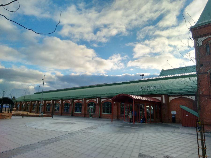 Jens Johannisson, Trelleborg centralstation ingång