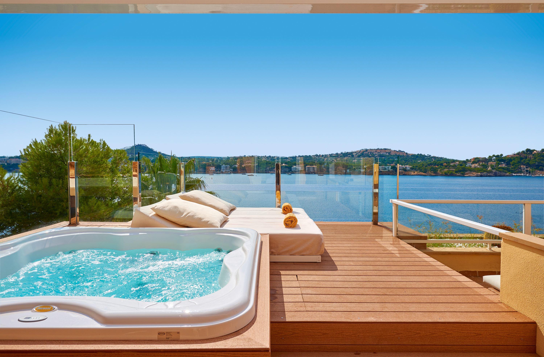 Terass med jacuzzi på Iberostar Suite Hotel Jardin del Sol, Santa Ponsa Mallorca