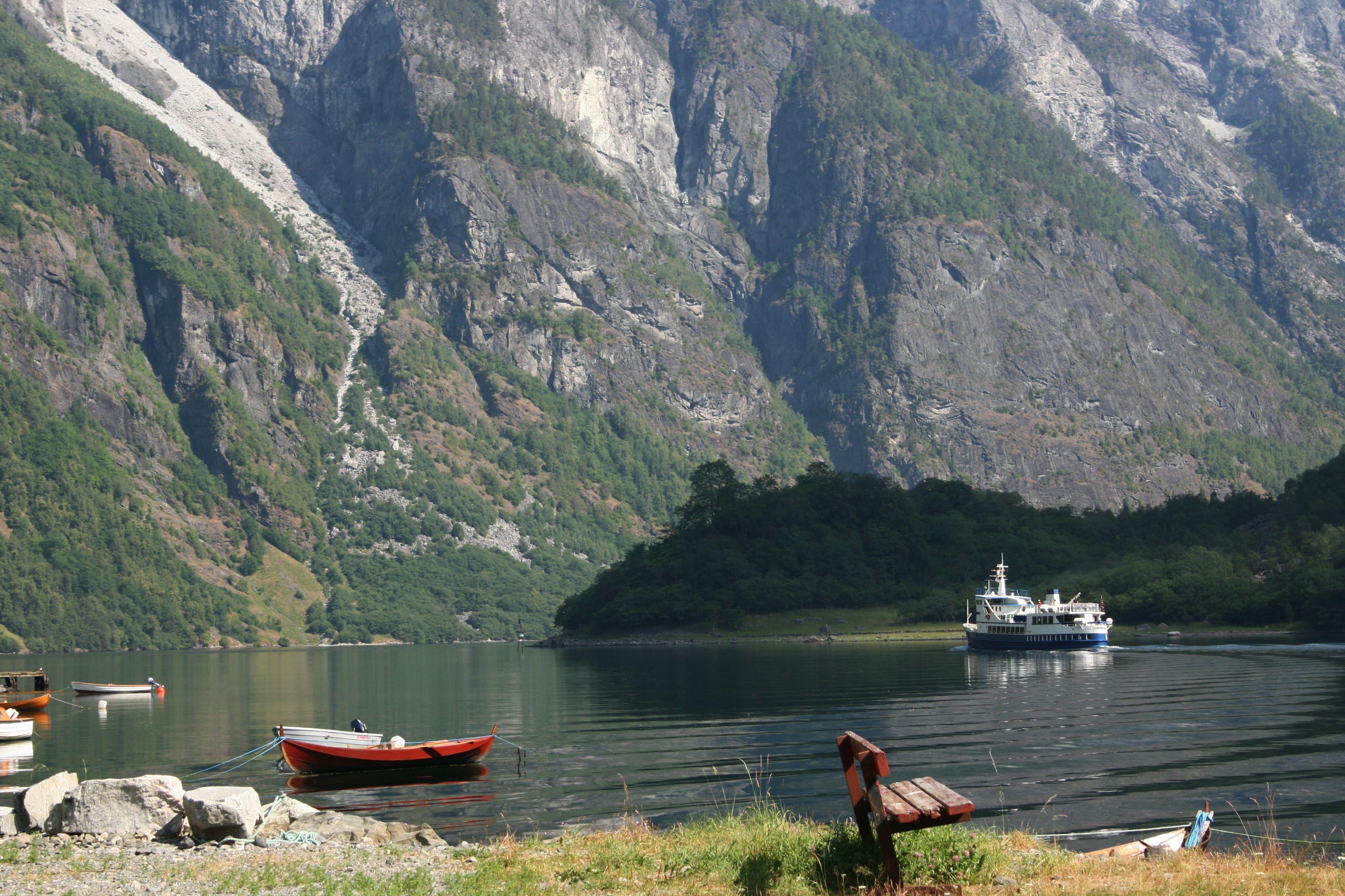 Hikingboat Nærøyfjord