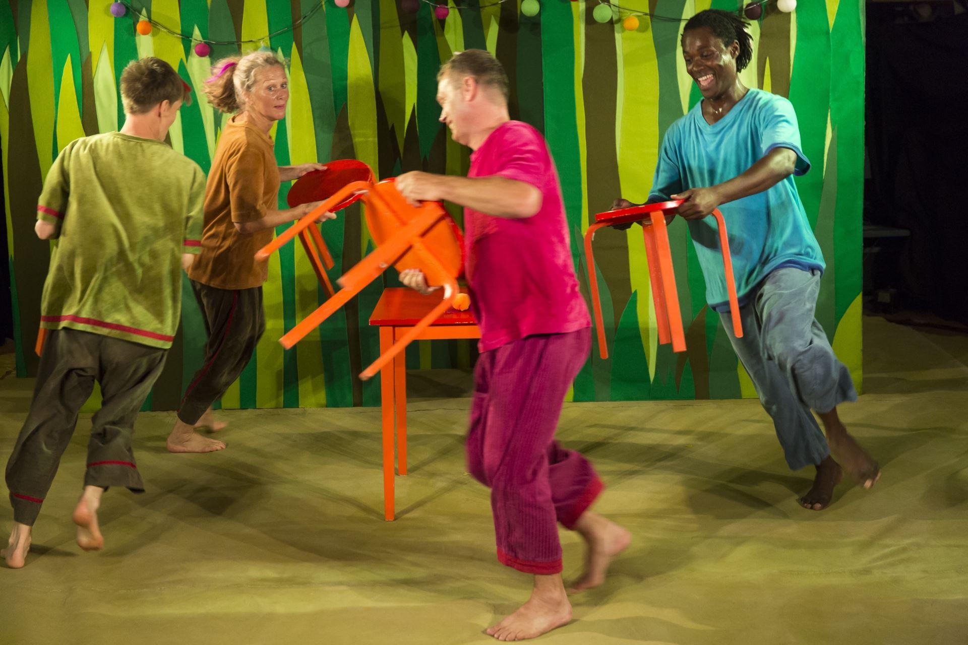 Peka Trumma Dansa - Familjeprogram för barn 1-3 år