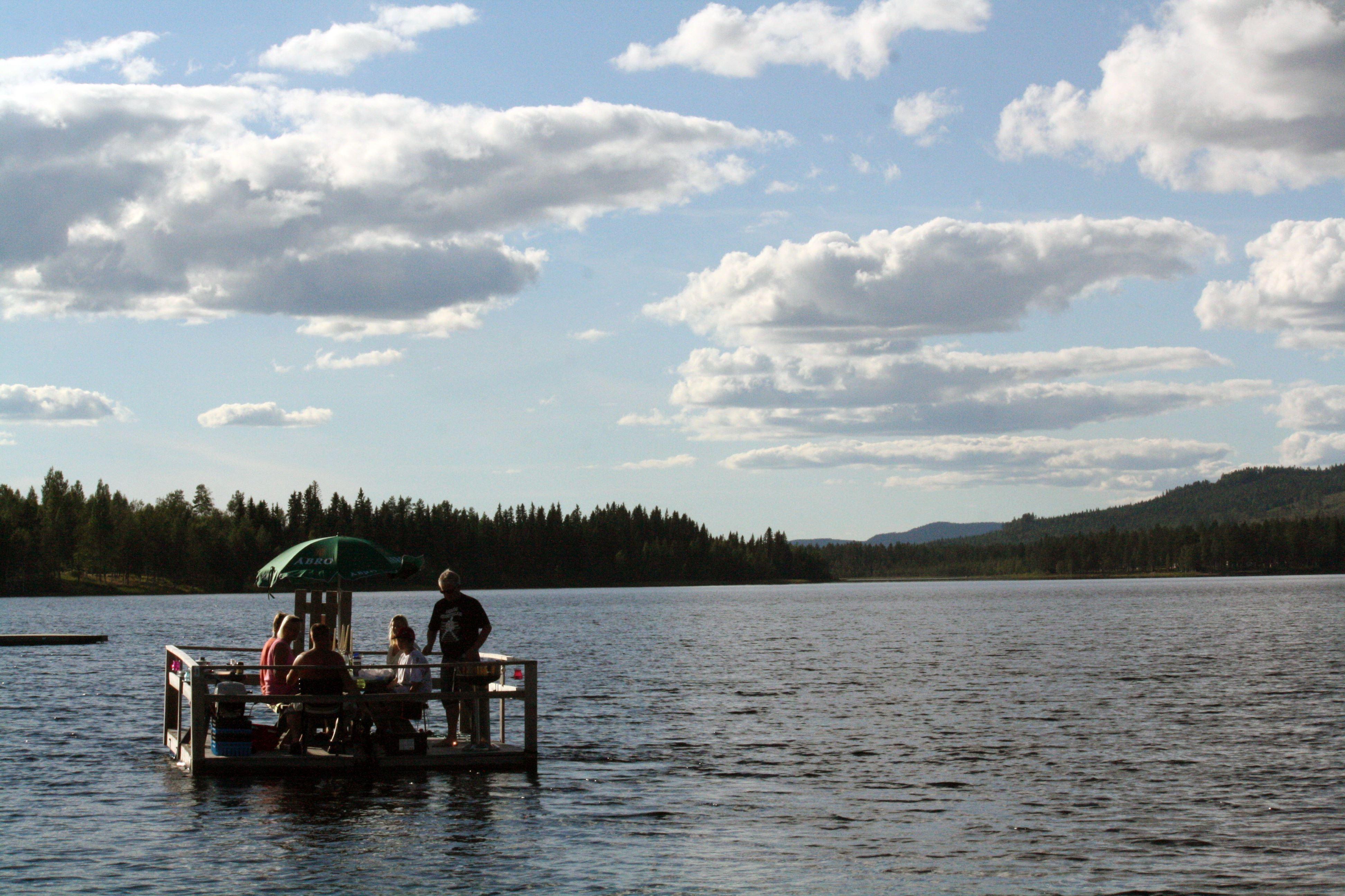 Agneta Malmström,  © Bjurholms kommun, Åka flotte i Angsjön