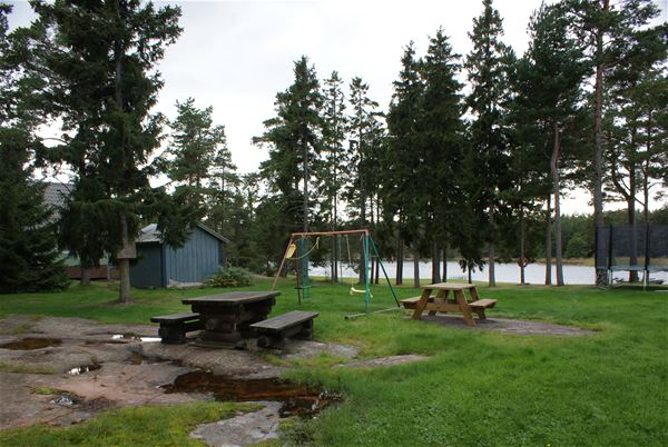 Holmströms stugor, väster